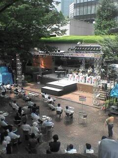 2006/08/24今日のランチはバンド演奏付き
